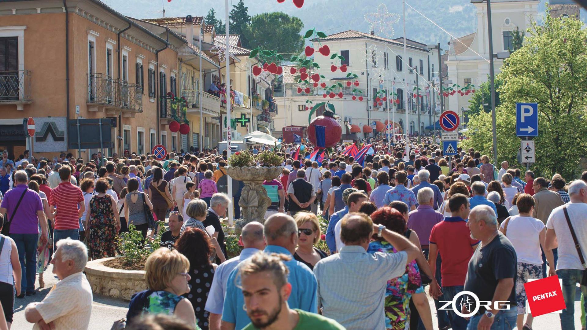 Abruzzo Gole di San Venanzio_sagra delle ciliegie