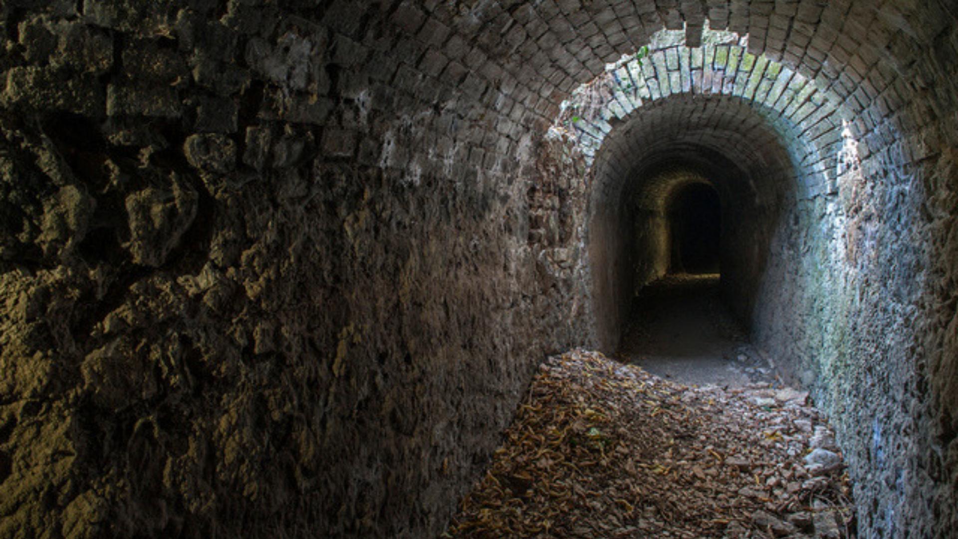 Abruzzo Gole di San Venanzio_canale delle uccole_acquedotto Romano